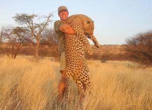 Leopard okatore safari chasse namibie