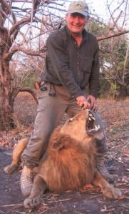 Lion PLS safari chasse tanzanie
