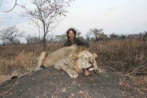 Lion et Franck Bajard safari chasse tanzanie