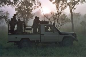 Toyota dans la brume safari chasse tanzanie