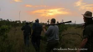 guide et pisteurs safari chasse Mozambique ©GBL