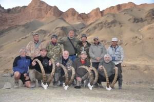 4 chasseurs heureux Kirghizstan