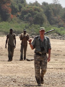 Jerome LATRIVE et pisteurs Camerounais safari chasse
